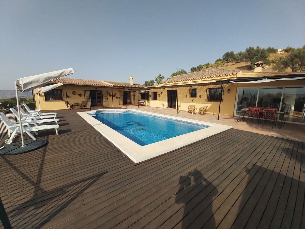Immaculate and extremely well presented property with guest accommodation, perfect for a ready made ,Spain