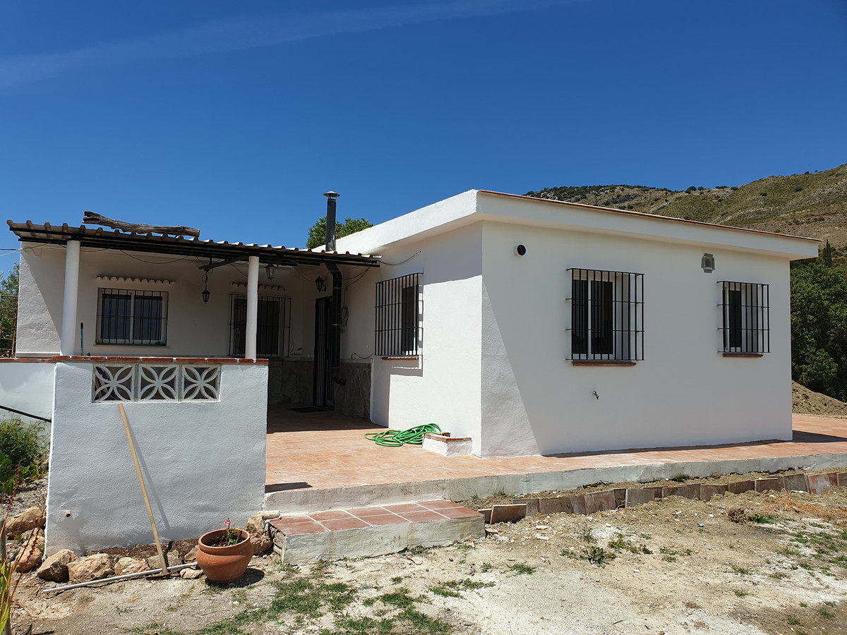Recently reformed finca in a good location with a beautiful plot.   The property on one level compri,Spain