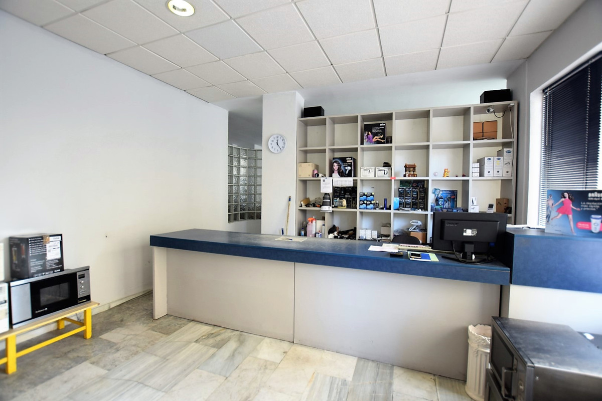 Recently reduced from 150.000 ! Bright and fresh business property for sale in a popular residential, Spain