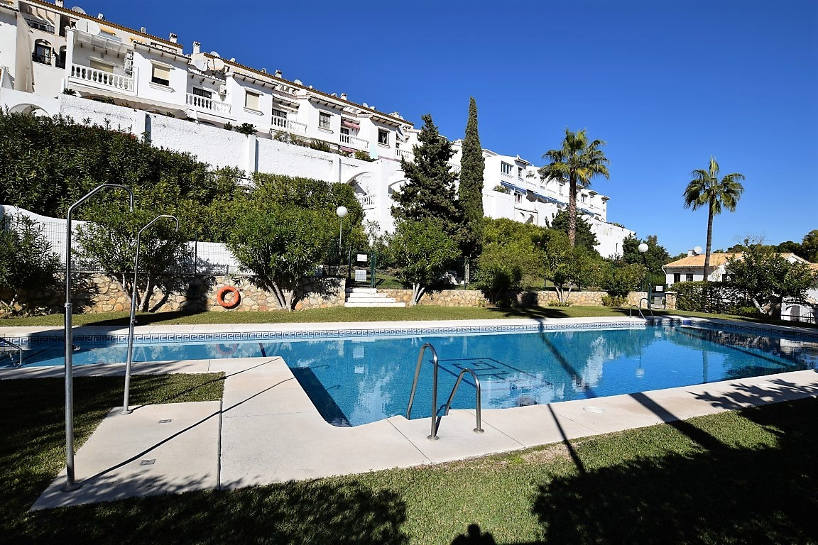Nice and spacious townhouse with beautiful sea and golf views. Entrance level has got an entrance ha, Spain