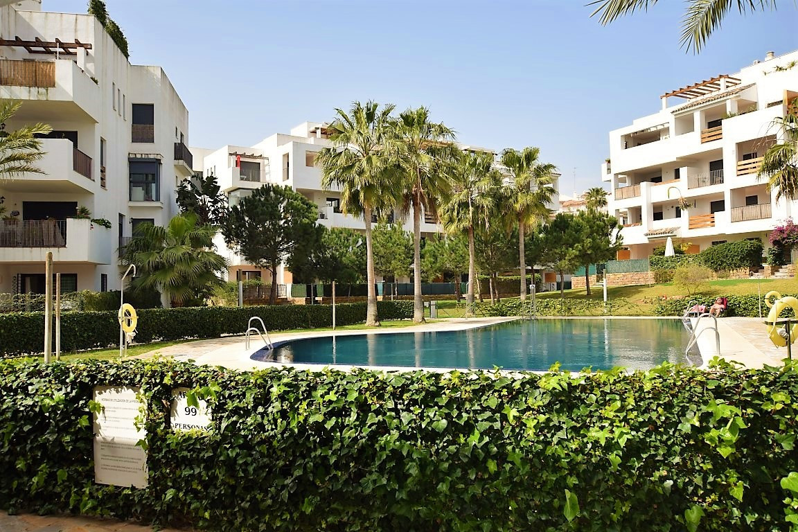 Reduced from 215.000 euros. Nice and spacious 1 bedroom garden apartment in a popular complex  just , Spain
