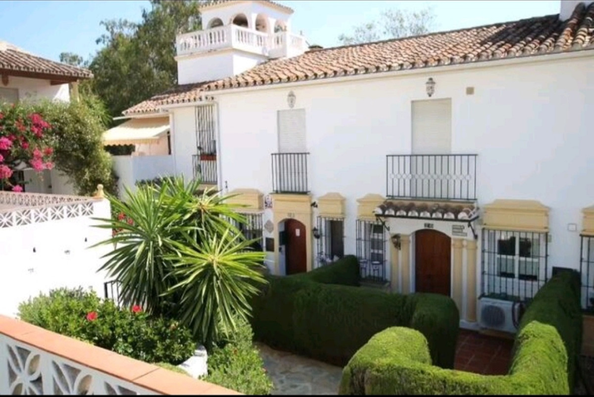 Beautiful 95 m / 2 townhouse in Elviria, Marbella. It is located in a convenient area close to all s,Spain