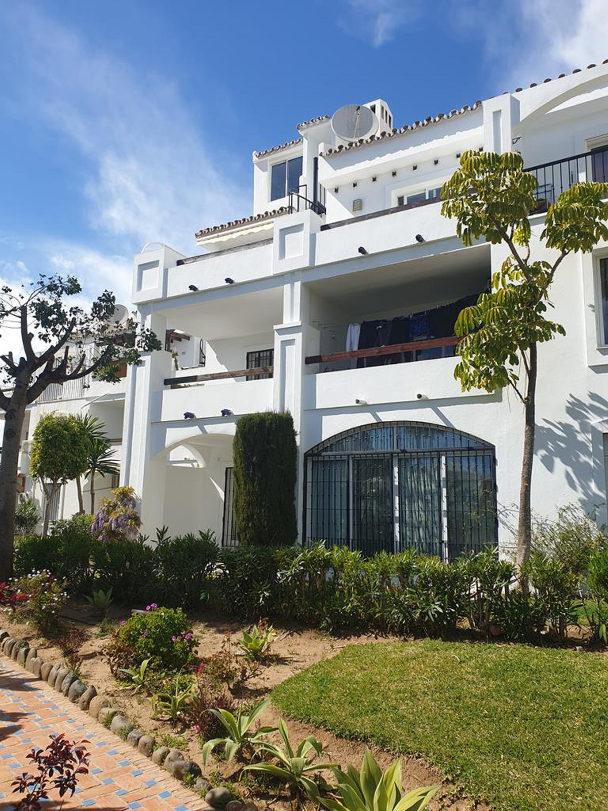 . Fantastic corner duplex to reform. It is distributed over two floors, in the upper one we find 2 b,Spain