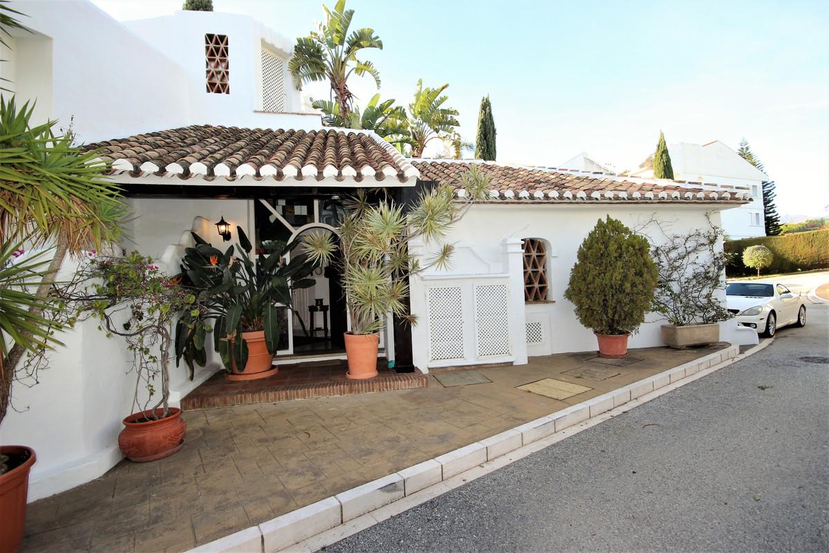 Adosado en Venta en Bahía de Marbella – R3557626