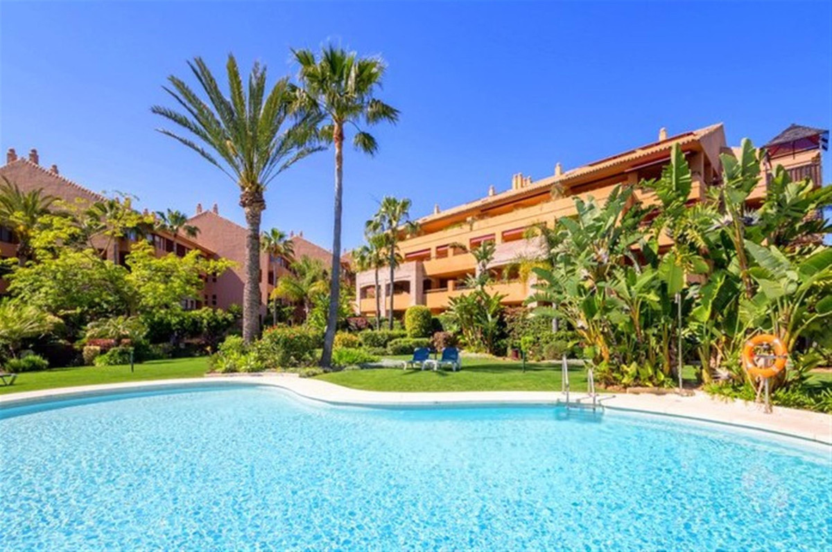 Ground Floor Apartment for sale in Bahía de Marbella R3626531