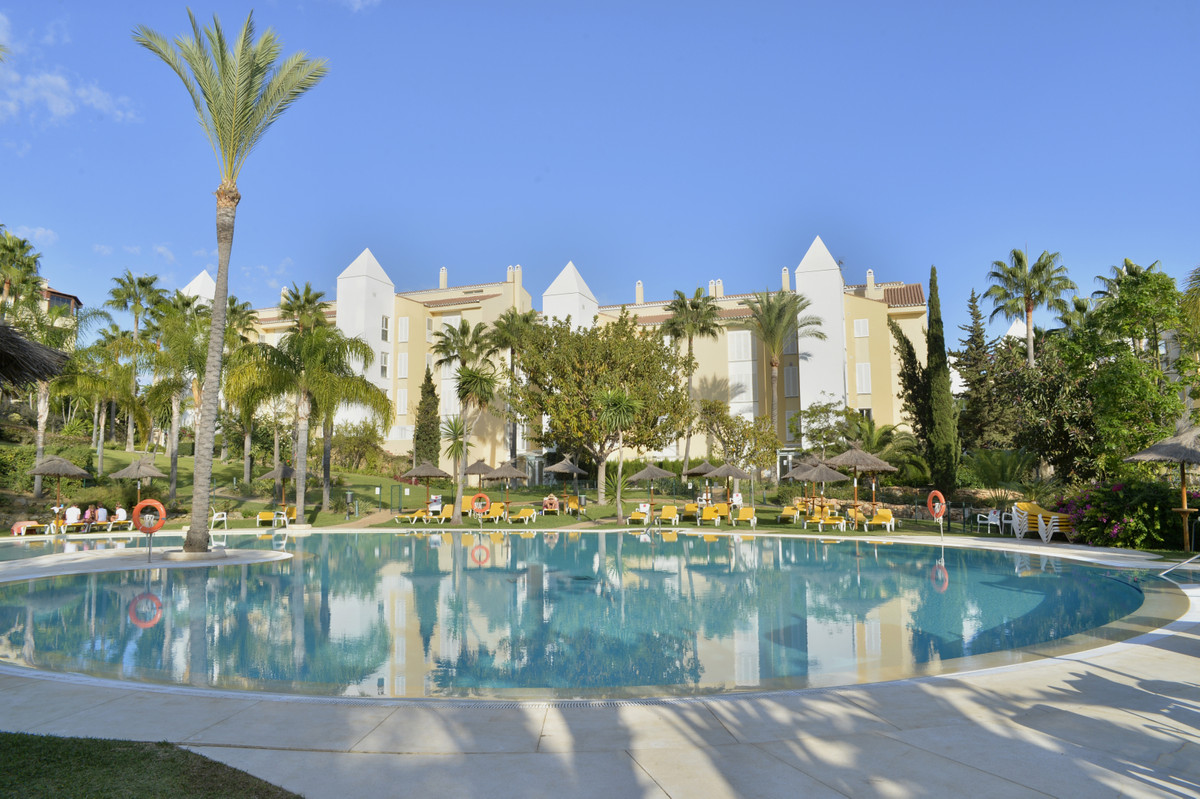 Beautiful and spacious apartment set in a wonderful complex 200 m from the best beaches in marbella.,Spain