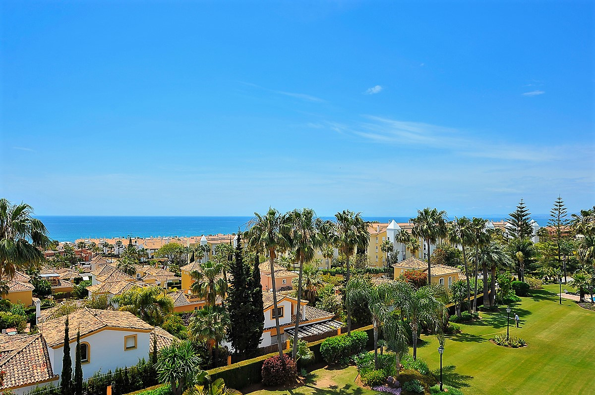 Fantastic Penthouse in bahia de marbella with breathtaking panoramic seaviews. Best position in the , Spain