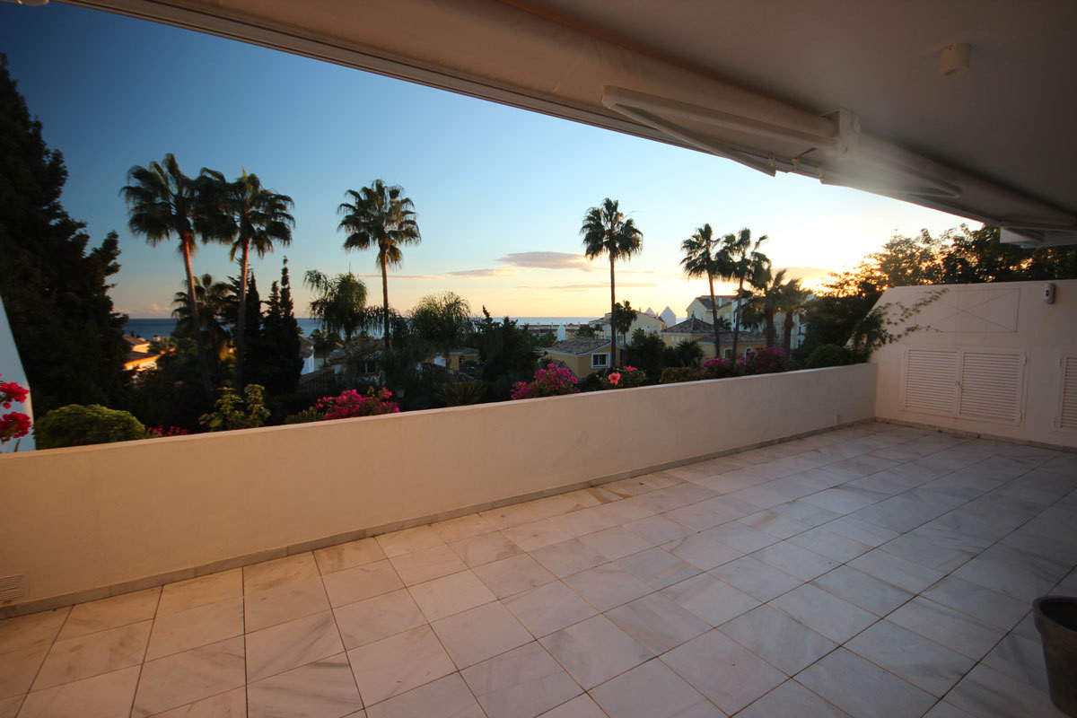Stunning Designer Apartment for rent in Bahia de Marbella. Fully renovated middle floor Apartment wi,Spain