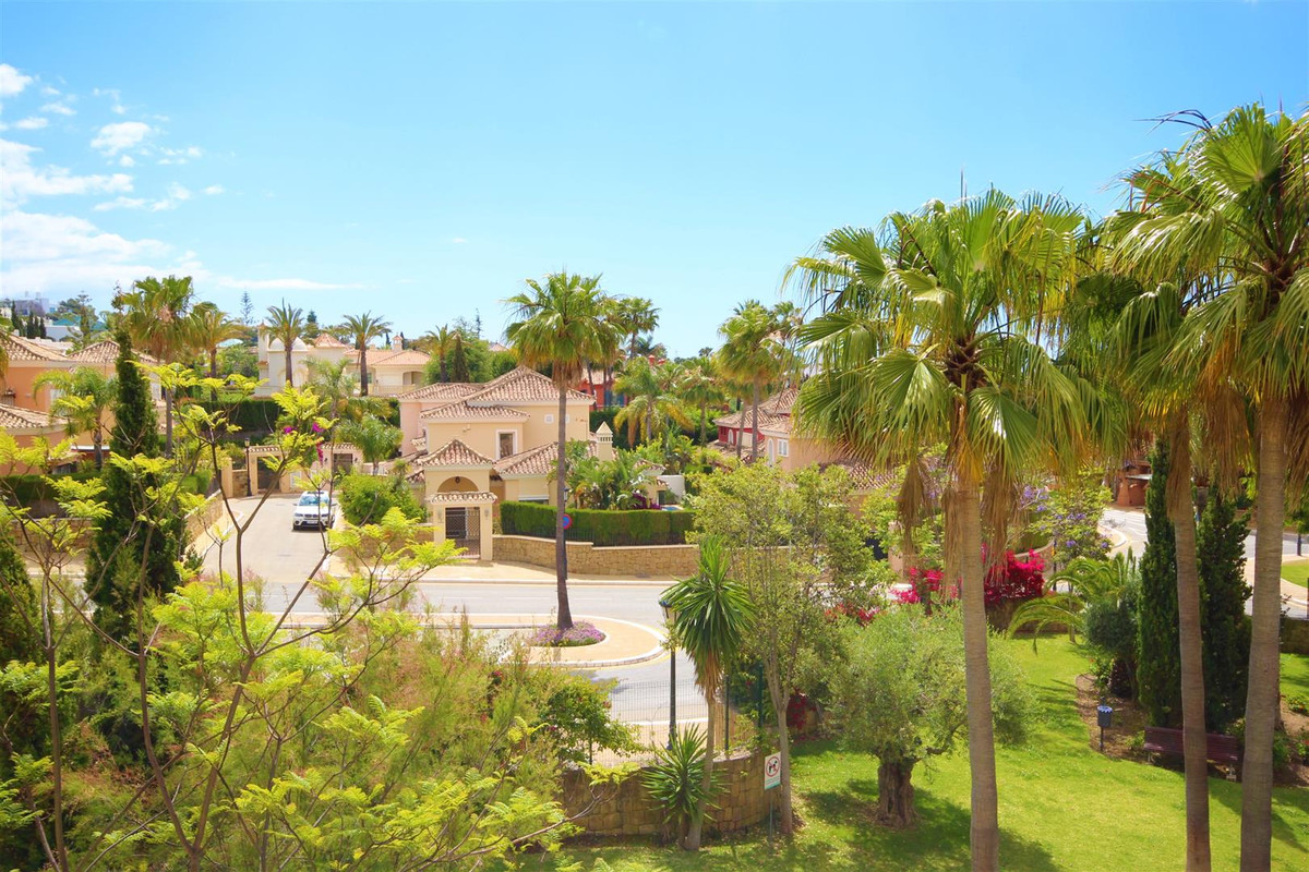 beutiful apartment set in a very much sought after area in bahia ´150 m from the beat beaches in bah, Spain