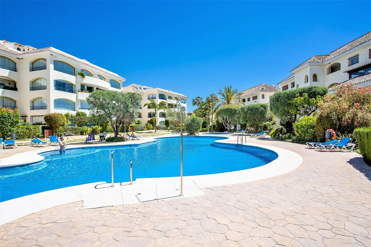 Large 4 bedroom beachside apartment with partial sea views. set in a beautiful beachside urbanizatio, Spain