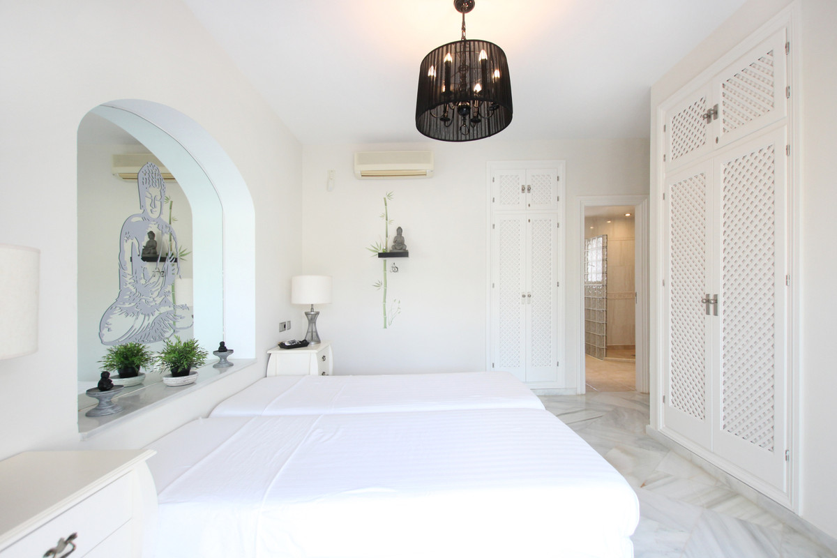 4 Dormitorio Independiente Villa En Venta Elviria