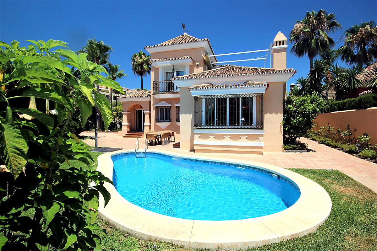 3 Bedroom Detached Villa For Sale Bahía de Marbella