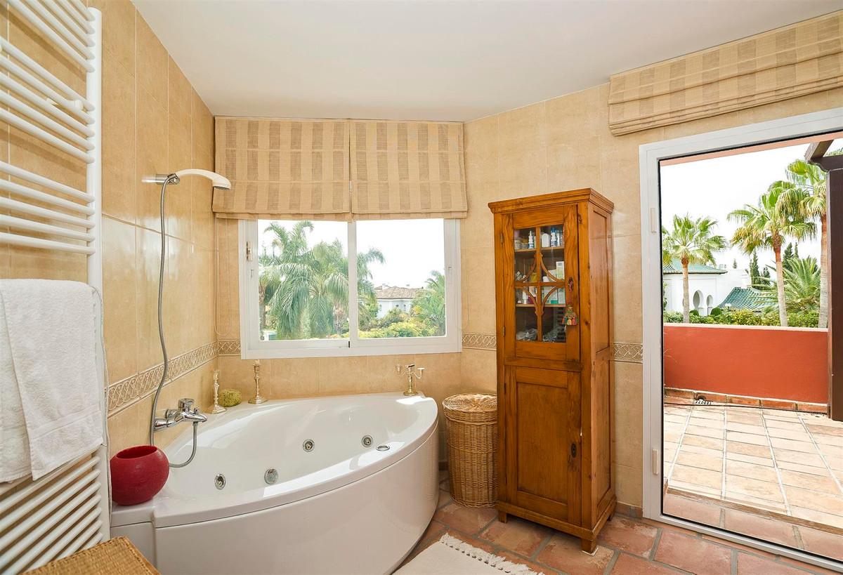 House in Bahía de Marbella R2419892 30
