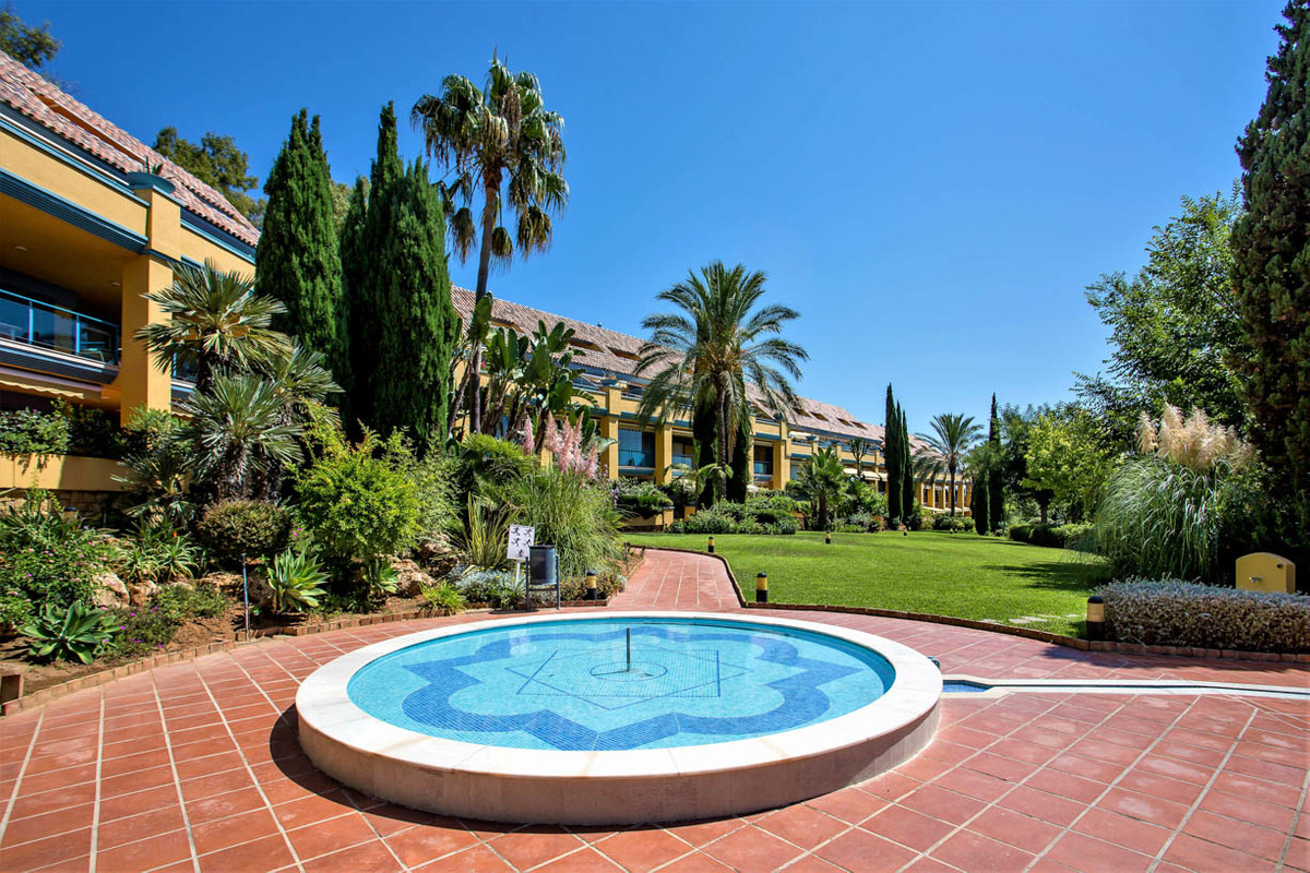 !!! NO ROADNOISE !!!!  Garden Apartment in Bahia de Marbella. Living room aprox 22 m2 Top maintained,Spain