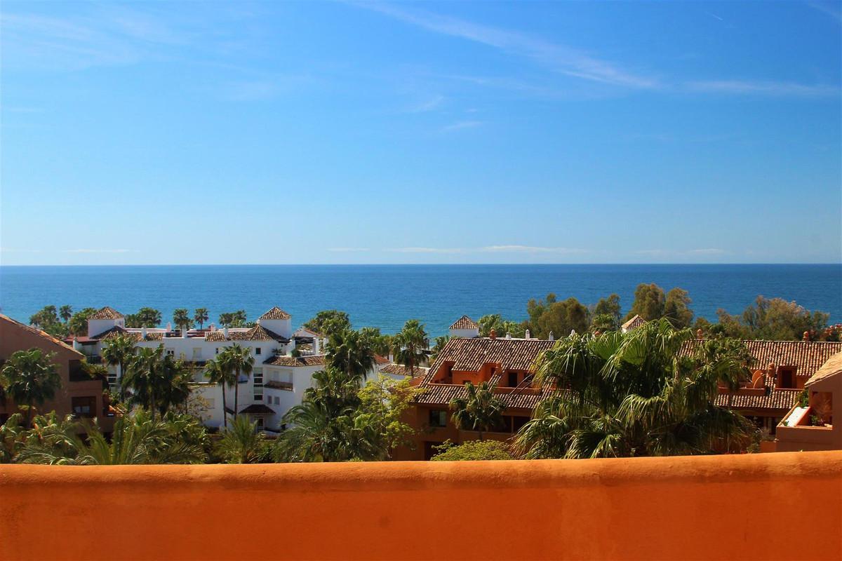 Penthouse, Bahia de Marbella, Costa del Sol. 3 Bedrooms, 4 Bathrooms, Built 170 m², Terrace 80 m².  ,Spain