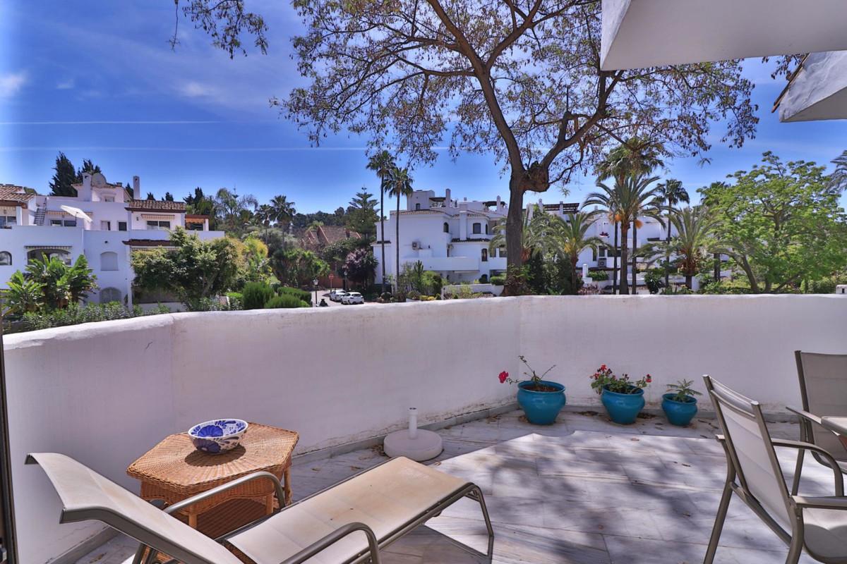 Marbella Banus Apartamento Planta Media en venta en Elviria – R3420202