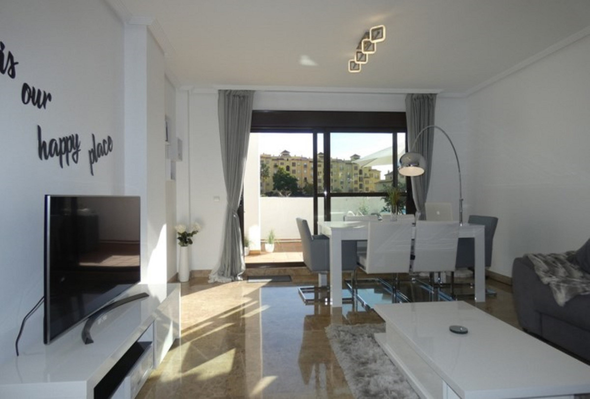 Superb wide & bright penthouse with huge solarium and it´s own Jacuzzi. This penthouse has been , Spain