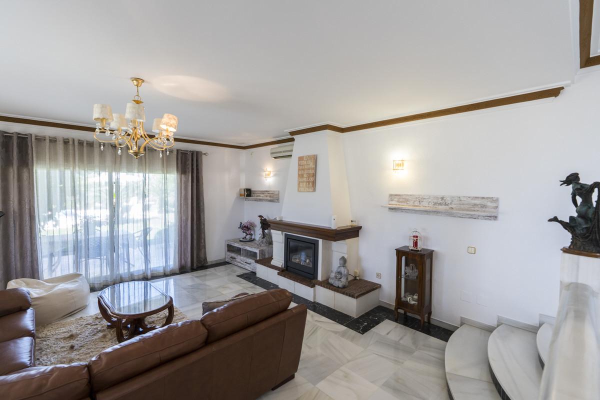 House in Bel Air R3855442 9