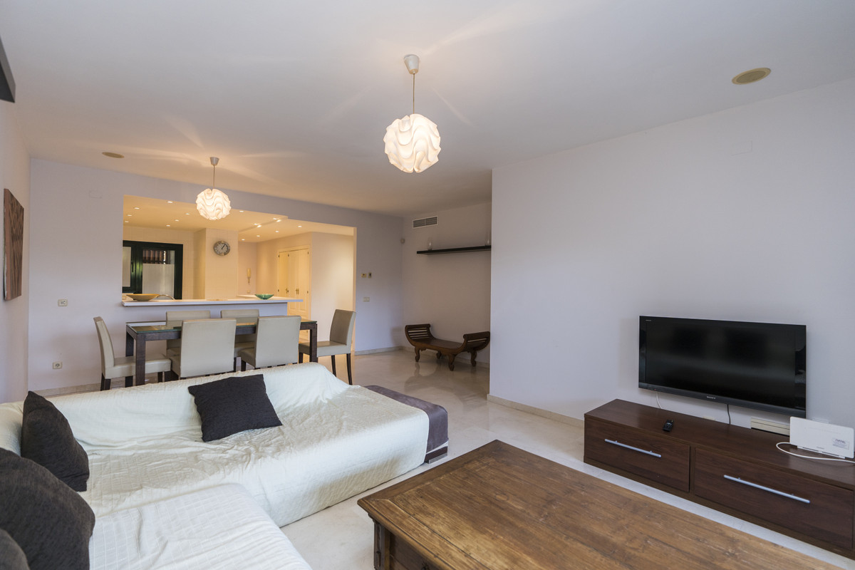 Nice, Wide and Brigth apartment of 2 bedrooms and 2 bathrooms, one Ensuite, fully furnished with mod,Spain