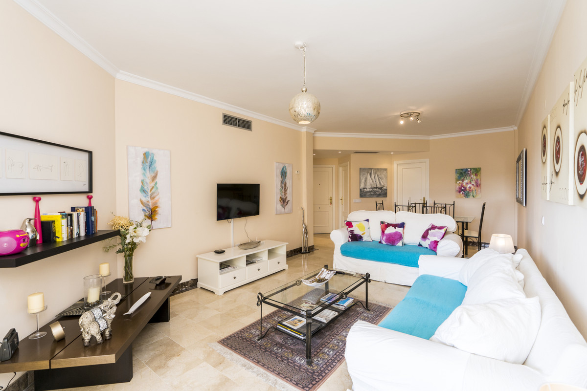 Bright and wide apartment at a well know and cared Urb. at Bel Air. First floor with lift direct to , Spain