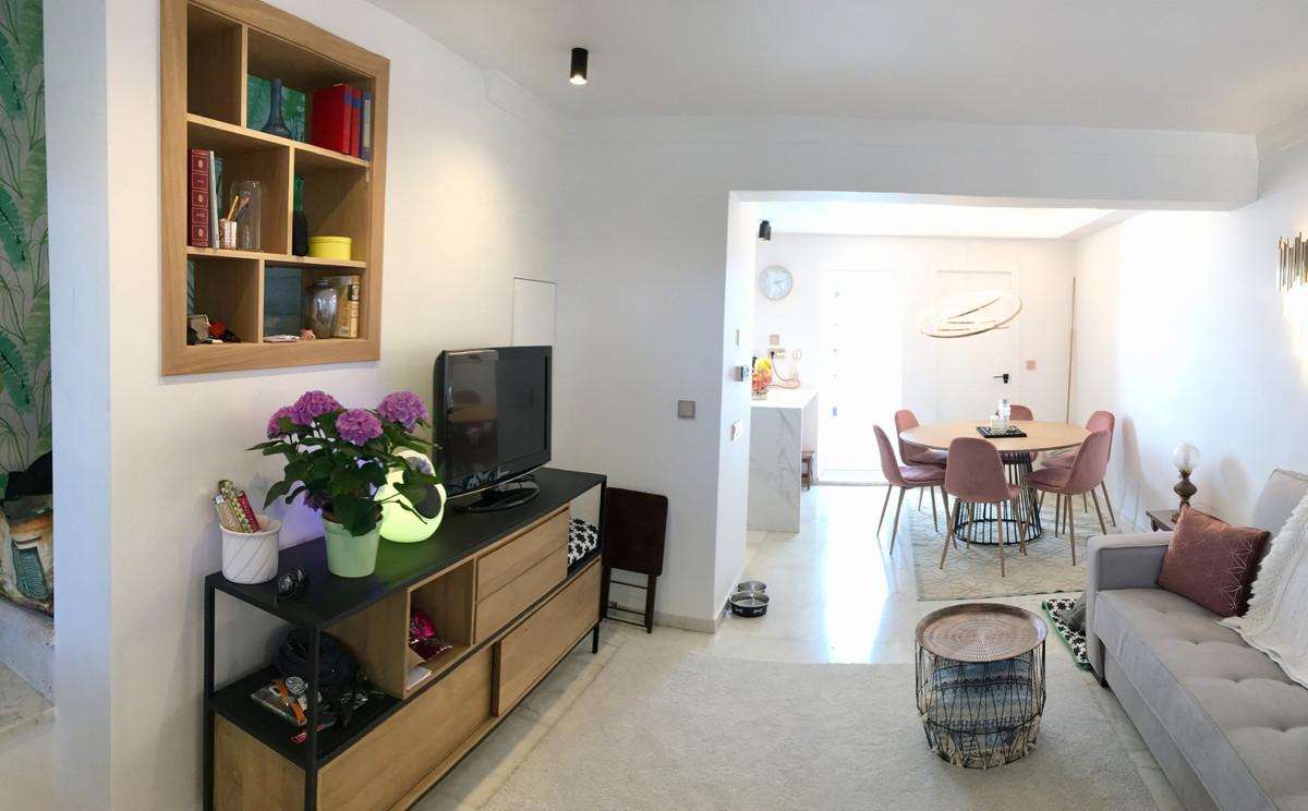 Apartamento en Planta Última en Venta en El Paraiso – R3561421