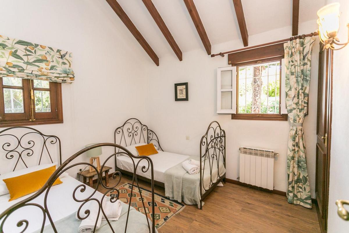 House in El Paraiso R3201649 10