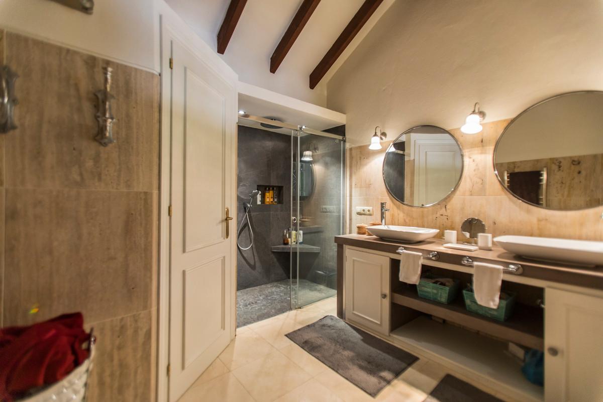 House in El Paraiso R3201649 15