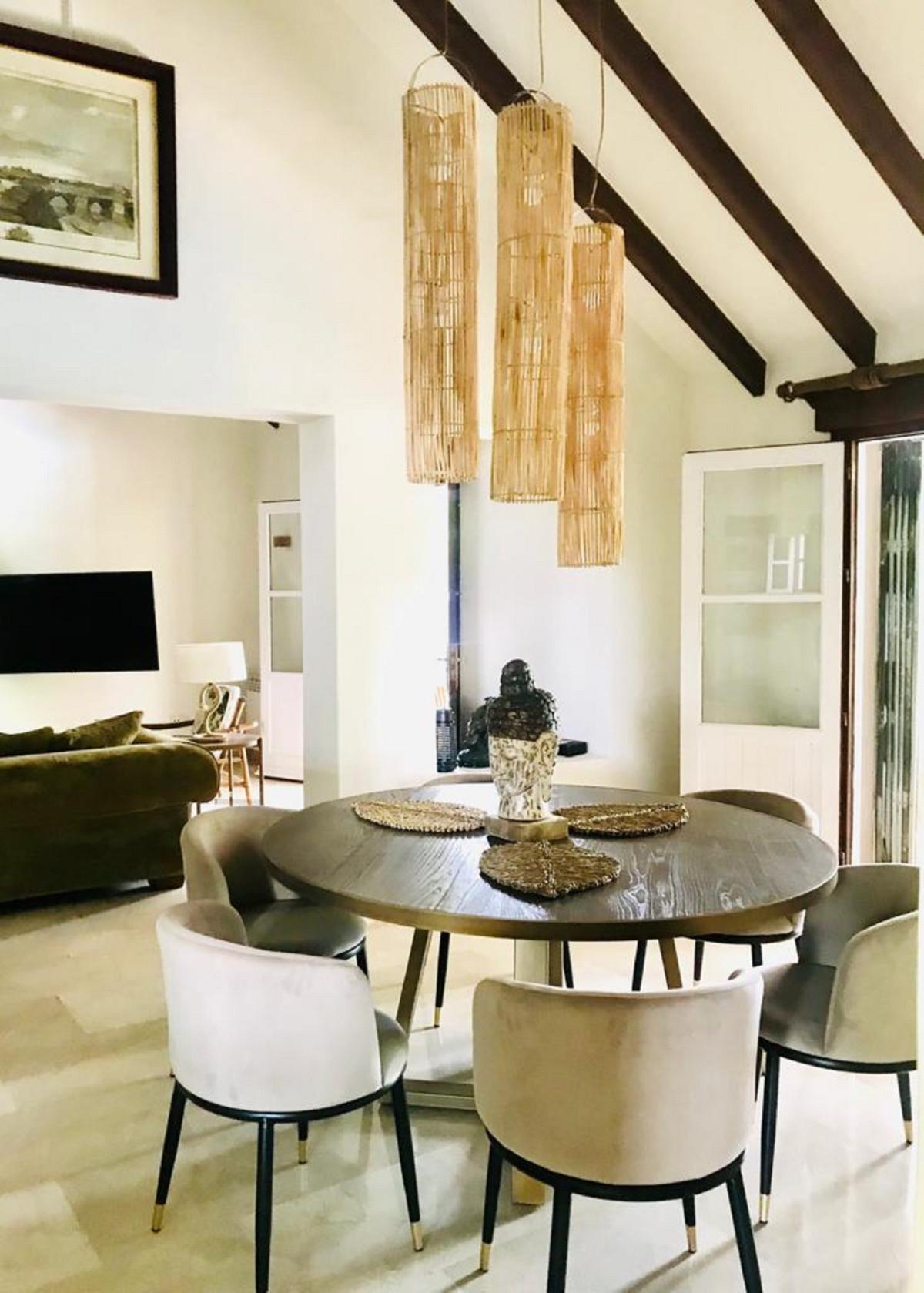 House in El Paraiso R3201649 2