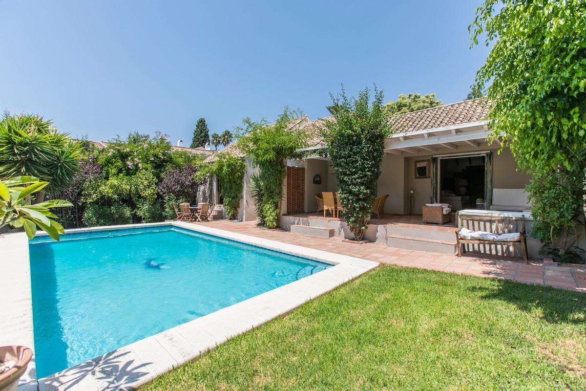 House in El Paraiso R3201649 21
