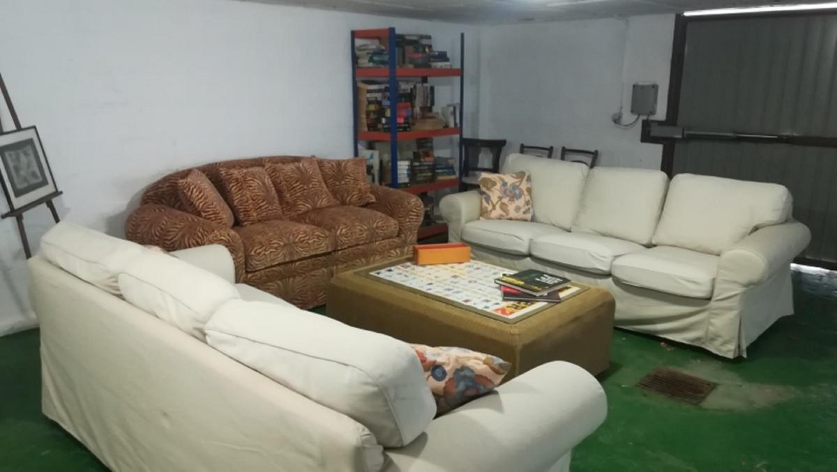 House in El Paraiso R3201649 30