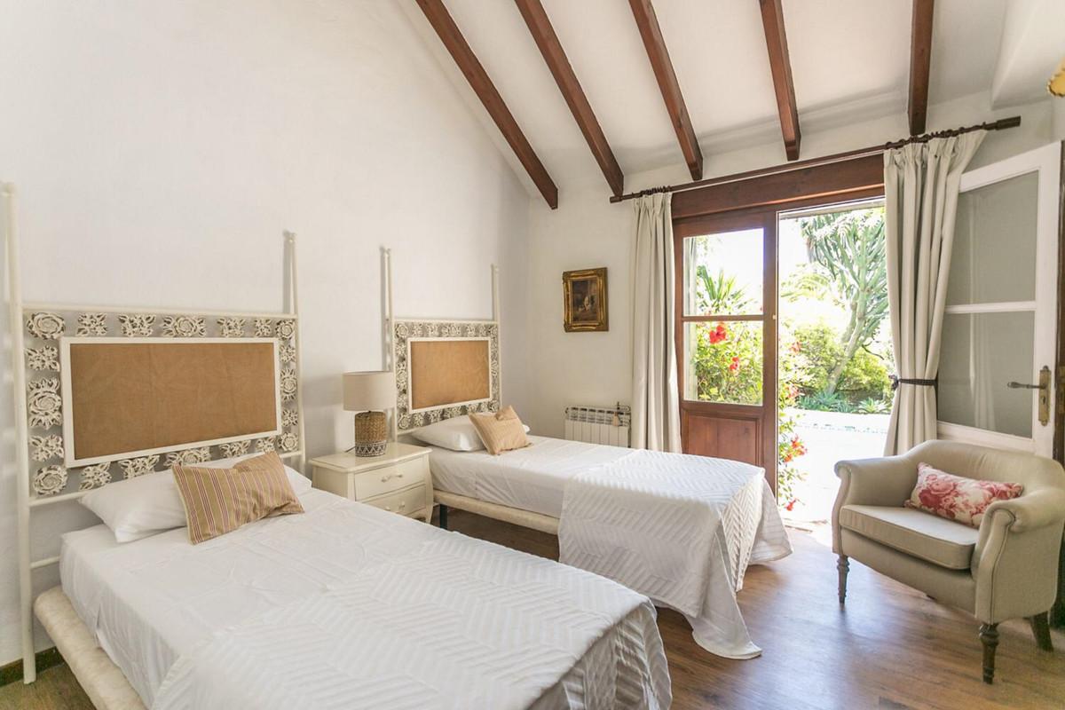 House in El Paraiso R3201649 8