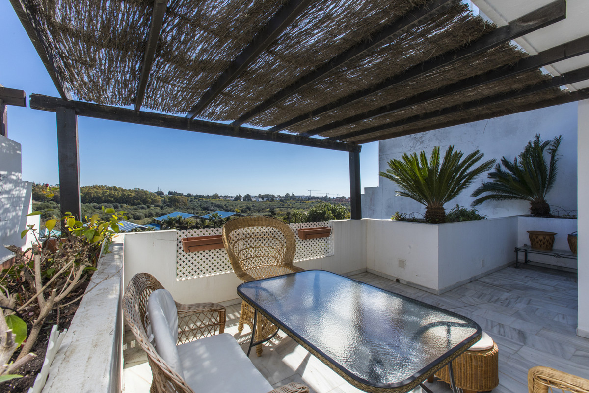 Very nice 2 bedroom / 2 bathroom apartment in the well sought after urbanisation of Las Jacarandas i, Spain