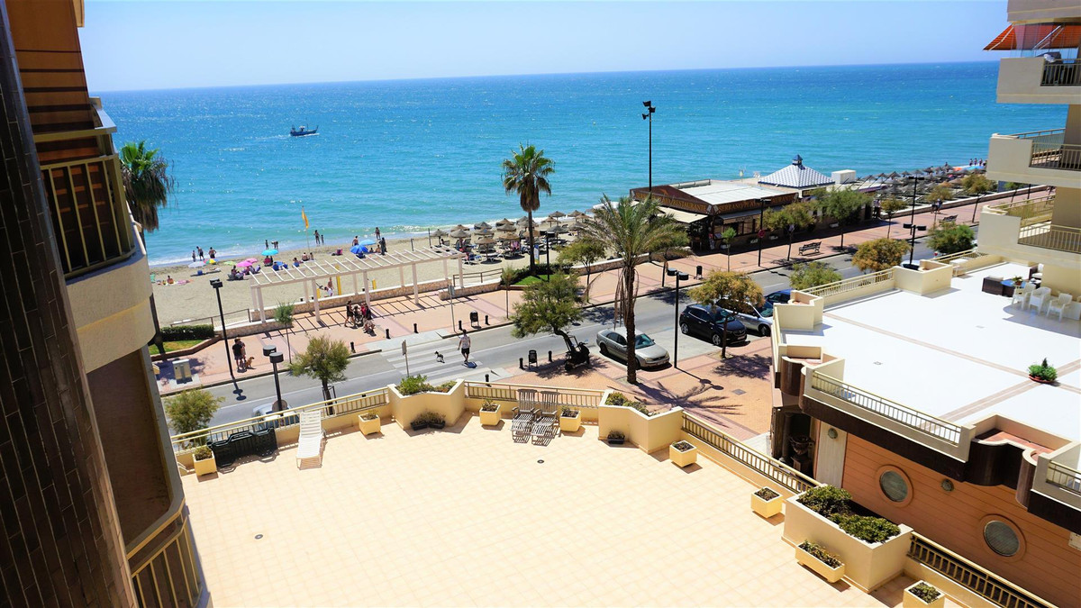 Middle Floor Apartment, Fuengirola, Costa del Sol. 2 Bedrooms, 2 Bathrooms, Built 82 m², Terrace 13 , Spain