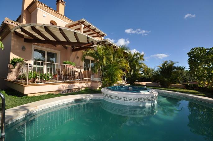 Marbella Banus Villa – Chalet en Venta en El Rosario – R2693243