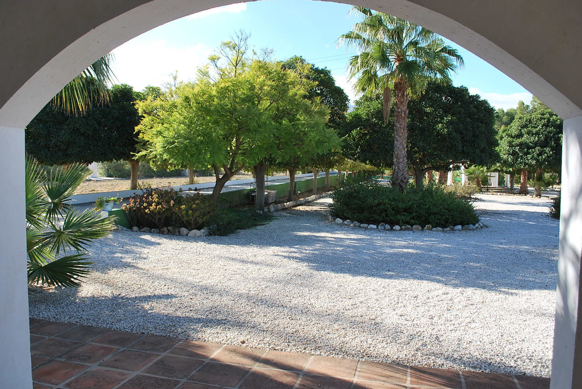 Rustic Finca Cortijo with 4 buildings at a huge plot of 33.525m2 and a pool of 600m2 ideal for a B&a, Spain