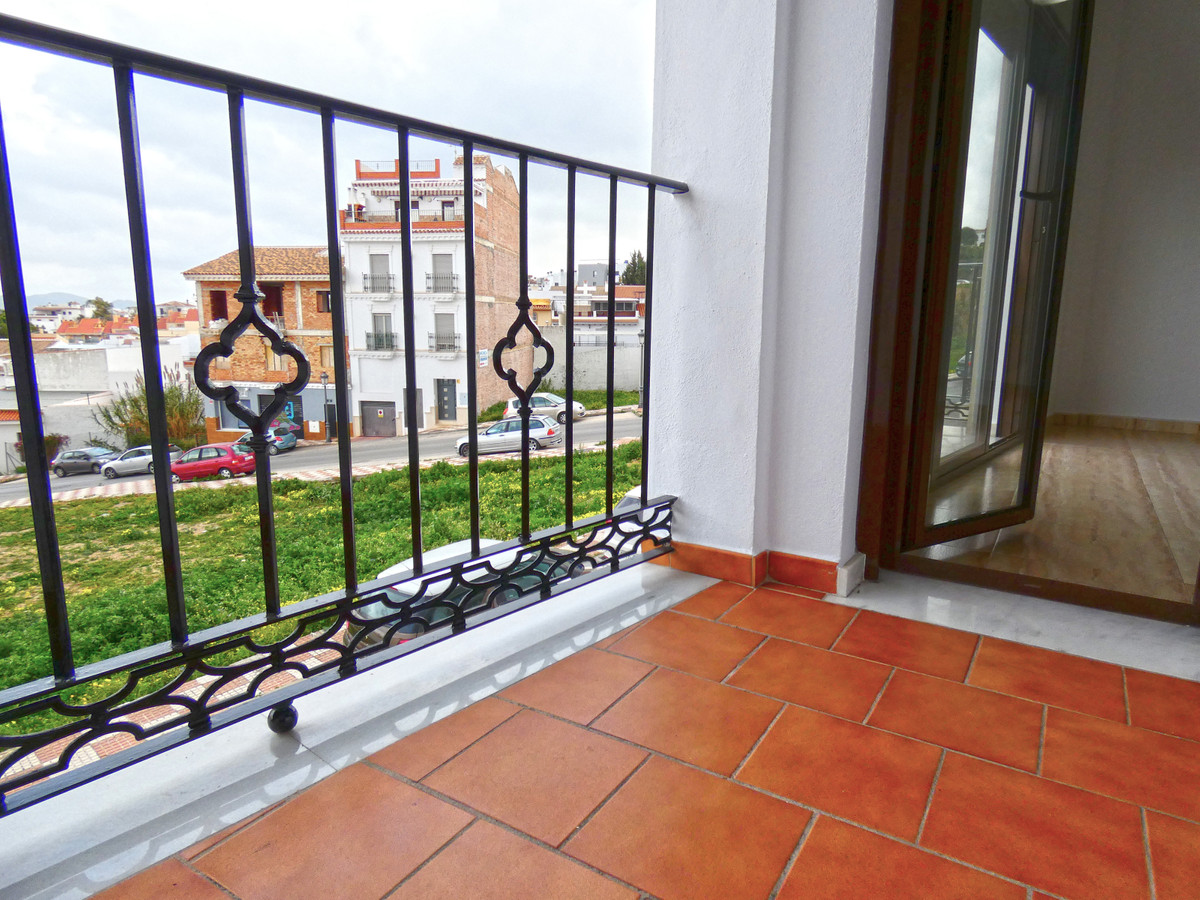 Nice and bright apartment with 3 bedrooms and 2 bathrooms in one of the best areas of Alhaurin el Gr, Spain