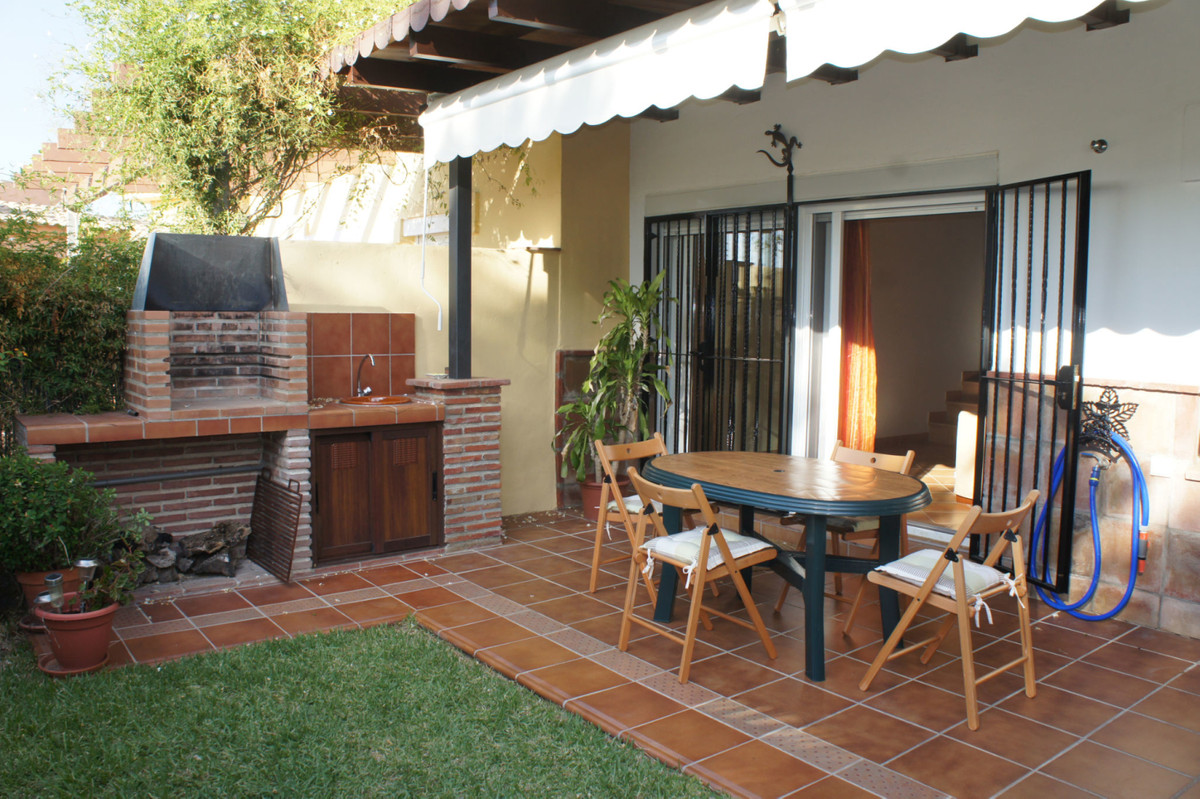 Beautiful 3-bedroom townhouse on Alhaurin Golf with private parking space.  The property benefits fr,Spain