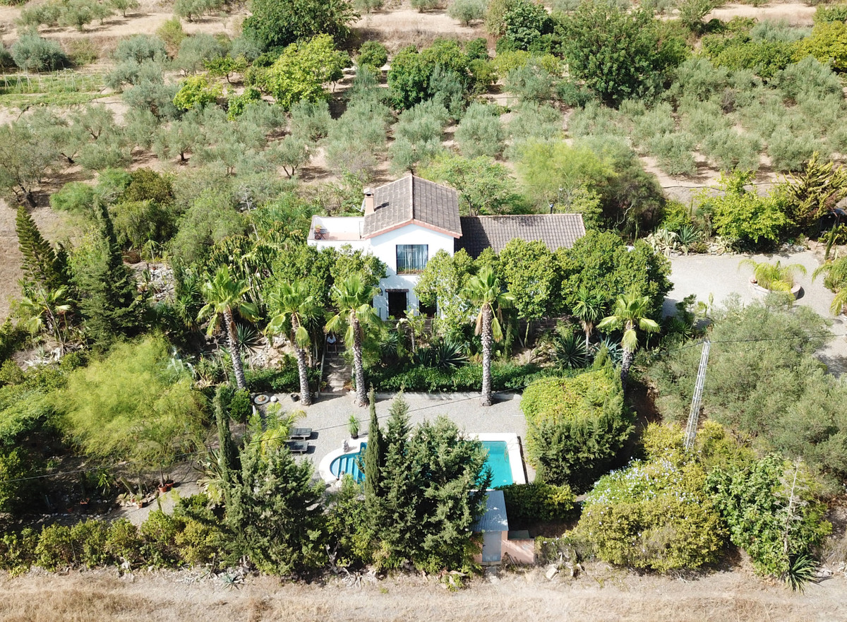 A truly special 3-bedroom country home, set between the villages of Alhaurin el Grande and Villafran,Spain