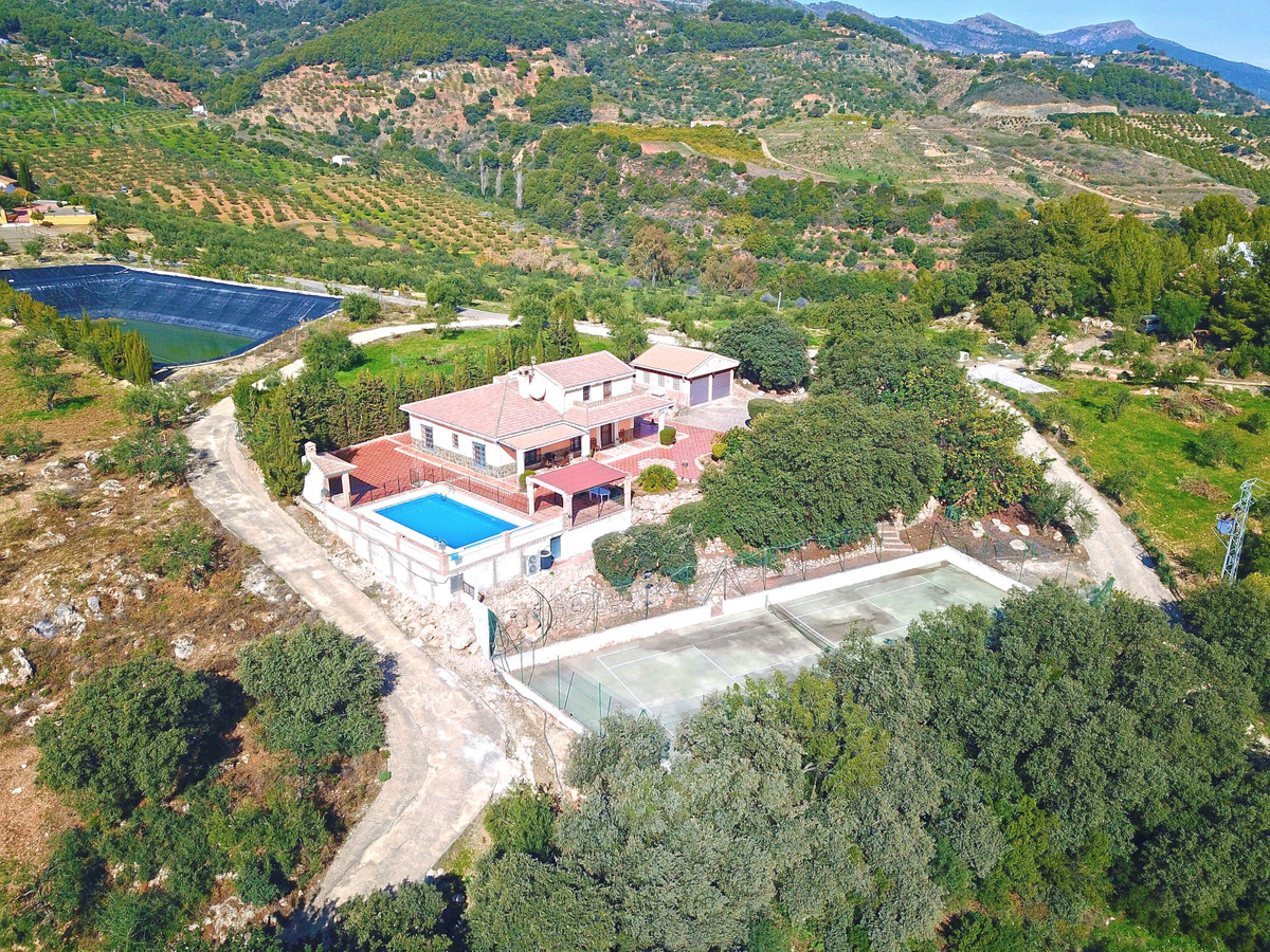 Absolutely stunning country home with jaw dropping views, located in natural countryside only 40 min,Spain