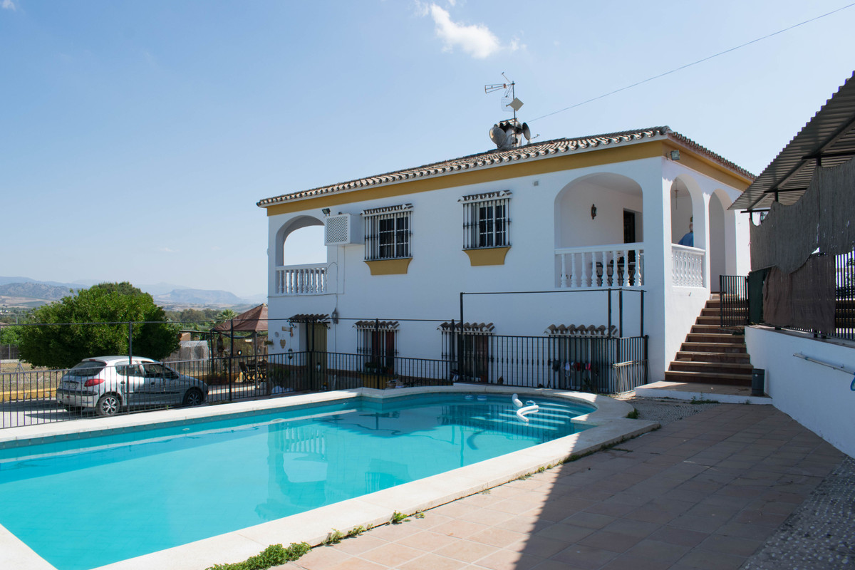 6 bedroom villa for sale coin