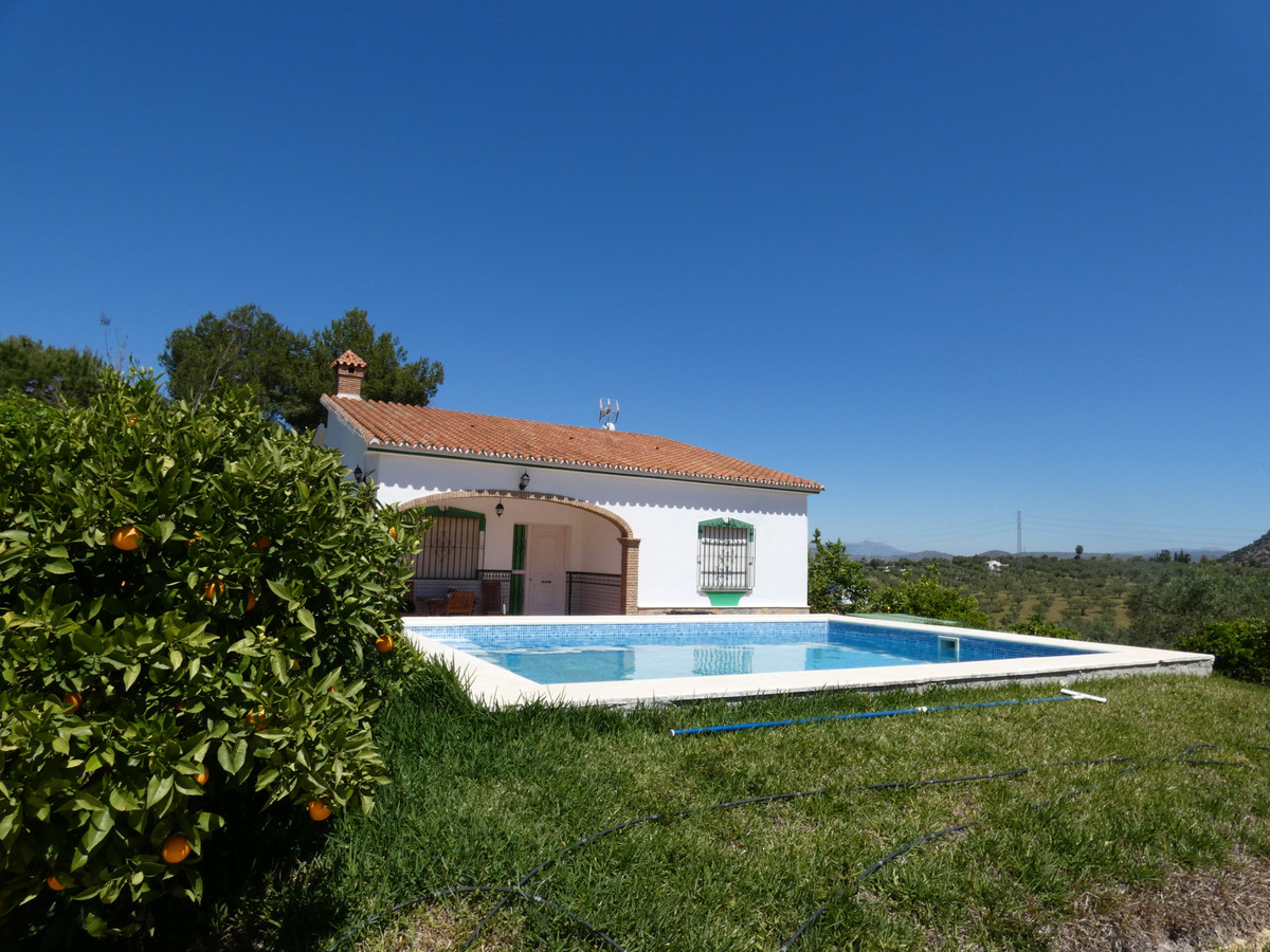Fantastic country house in an excellent location in the municipality of Alhaurin El Grande.  The pro, Spain
