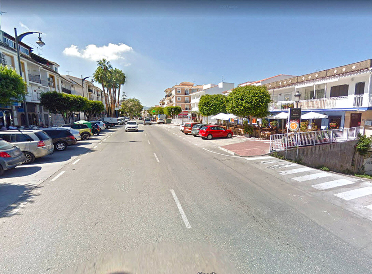 Great offer! 87m² Business premises in the busiest commercial area of Alhaurin el Grande with great ,Spain
