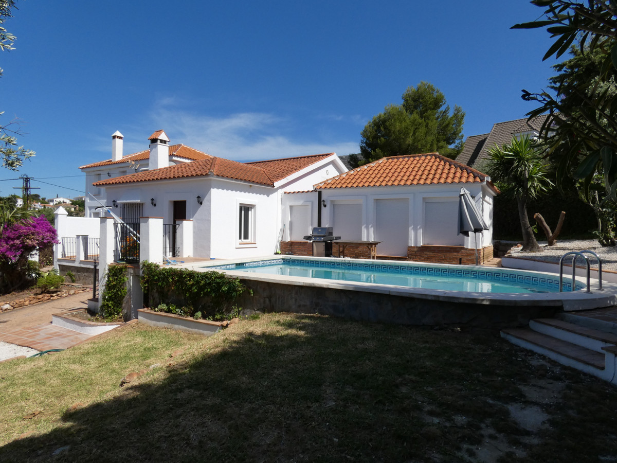 Stunning 2-storey modern villa within walking distance to the beautiful white village of Alhaurin el, Spain