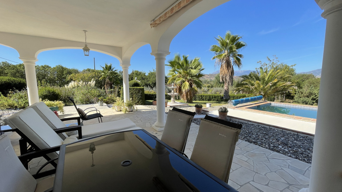 Beautiful country house set in almost 3 acres of flat usable land close to the village of Coin. The ,Spain