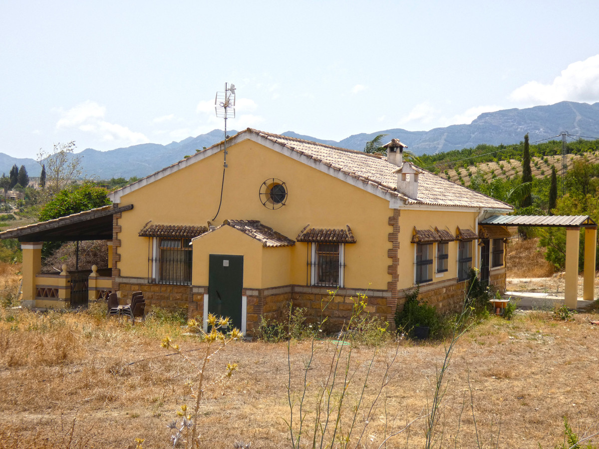 Private country property with lovely views to the mountains and Guadalhorce valley, about 10 minutes,Spain