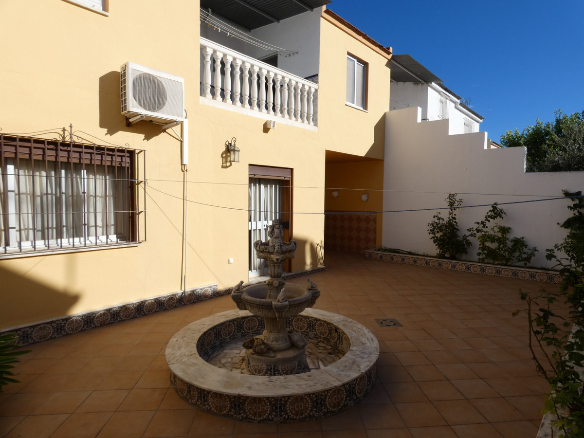 Townhouse in one of the best urbanisations in Coin. The house has been recently renovated and is loc, Spain