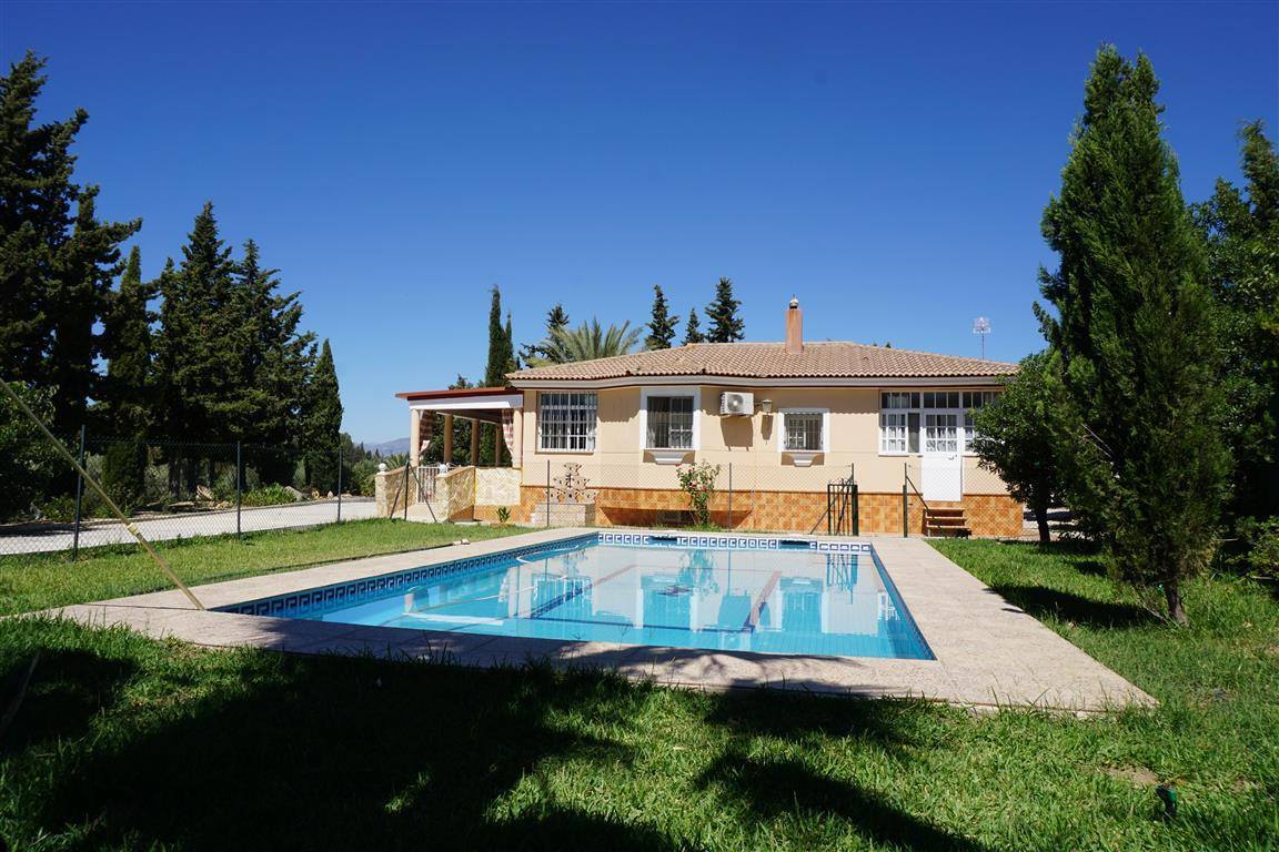 Fantastic country house set in a beautiful, completely private area with beautiful mountain views. T, Spain