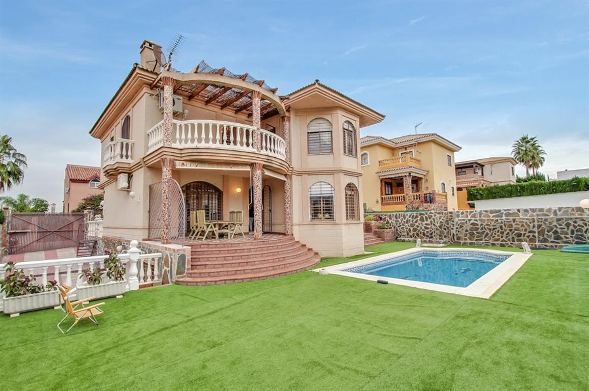 Impressive villa in the best residential area of Alhaurin de la Torre, only a few steps from a shopp,Spain