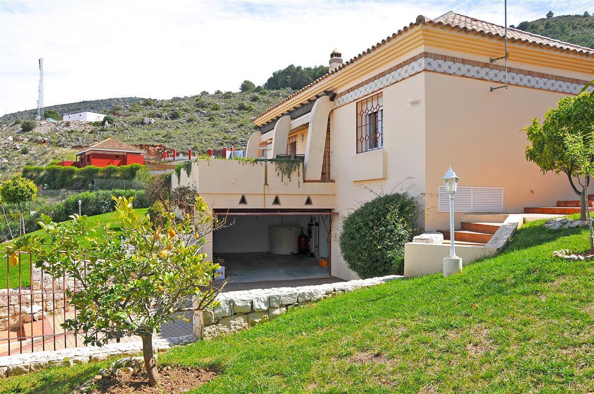 Detached one floor villa, fully furnished and comprises of a fully kitchen, utility room, spacious l, Spain
