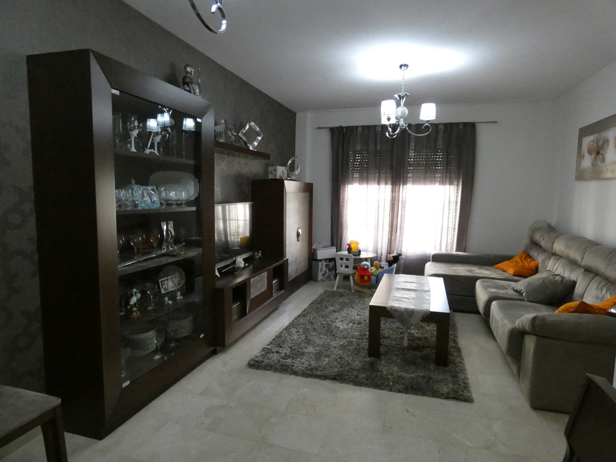 Fabulous apartment close to the main street of town.  It comprises a fully fitted kitchen, 2 patios,, Spain